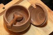 Деревянная посуда с ложкой