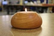 Оригинальный подсвечник, изготовленный из дерева