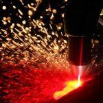 Плавление металла в процессе плазменной резки
