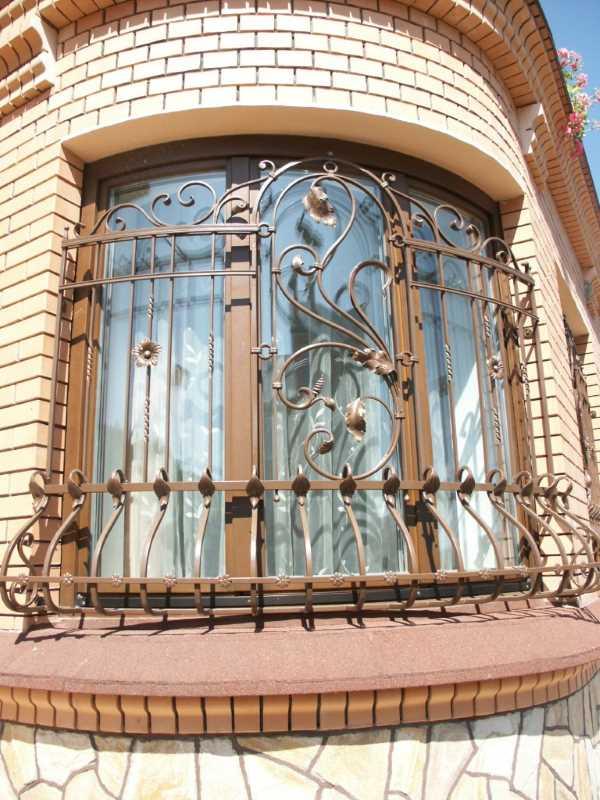 Кованая решетка для полукруглого окна