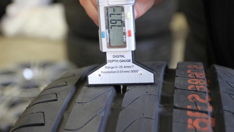 Измерение протектора шин цифровым глубомером