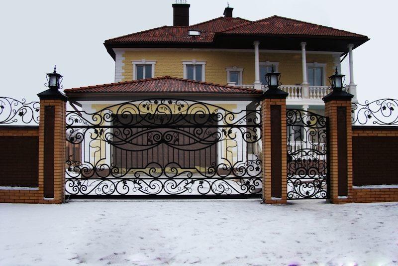 Железные ворота и калитка кованые современном стиле