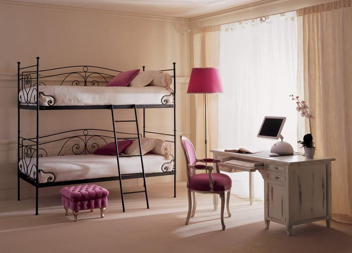 Кованая двухъярусная кровать для детей