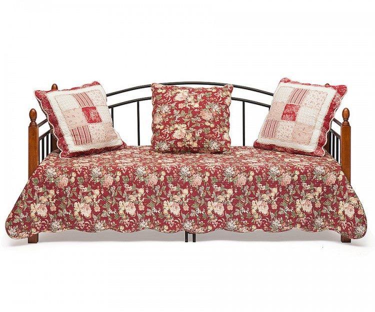 Кованая с деревянными вставками кровать кушетка