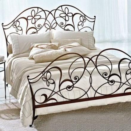 Эксклюзивная кованая двухместная кровать с элементом бабочка