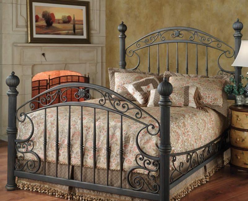Женственная и весьма дорогая кровать с кованым орнаментом