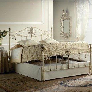 Царственные изгибы кованой кровати с подъемным механизмом