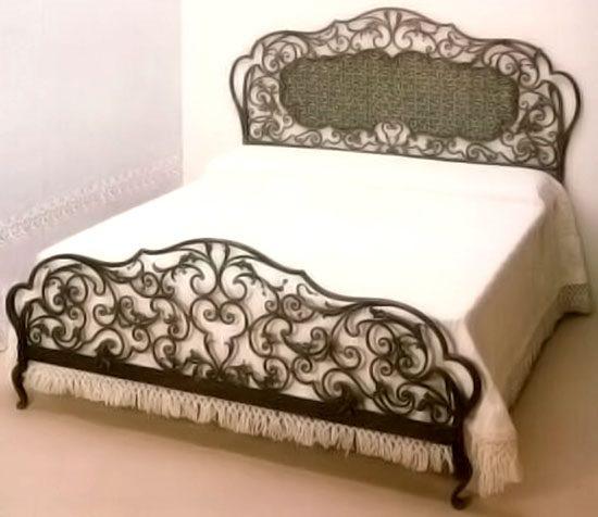 Величественная красота кованых кроватей изумляет