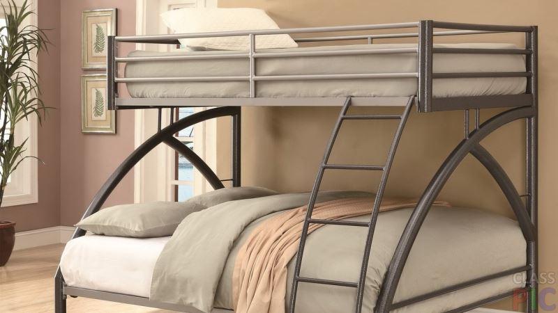 Двухъярусная кованая кровать - экономия места в детских спальнях