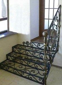 Кованые входные лестницы внутри дома