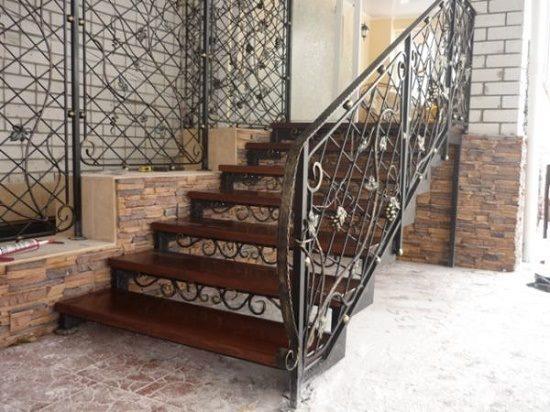Уникальная кованая лестница для крыльца