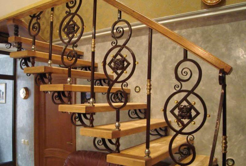 Деревянные винтовые лестницы в России Сравнить цены