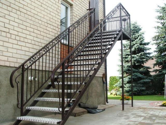 Кованые наружные лестницы в современном стиле