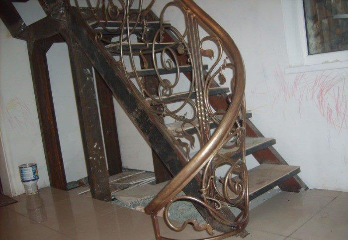 Красивые кованые ограждения для лестниц