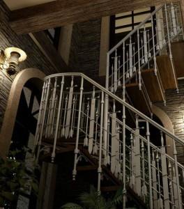 Кованая лестница второго этажа в стиле ампир