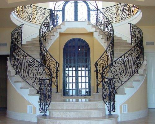 Ажурные кованые ограждения для лестниц вашего замка