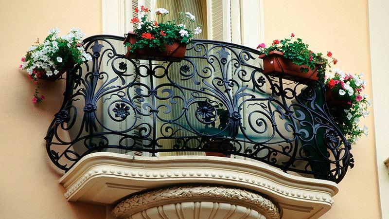 Классические перила для балкона