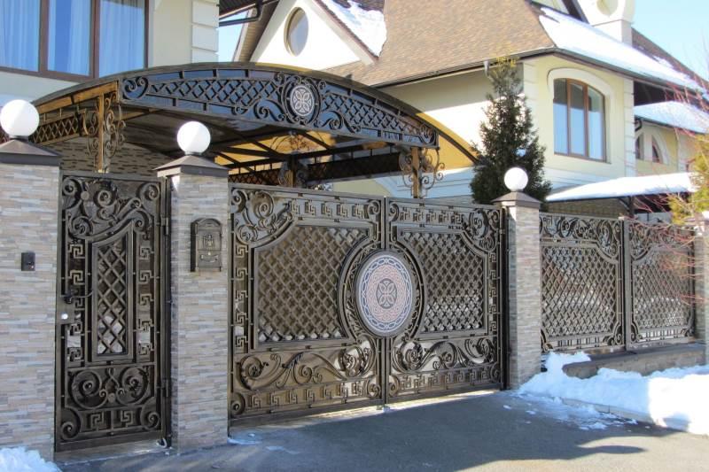 Железные входные ворота