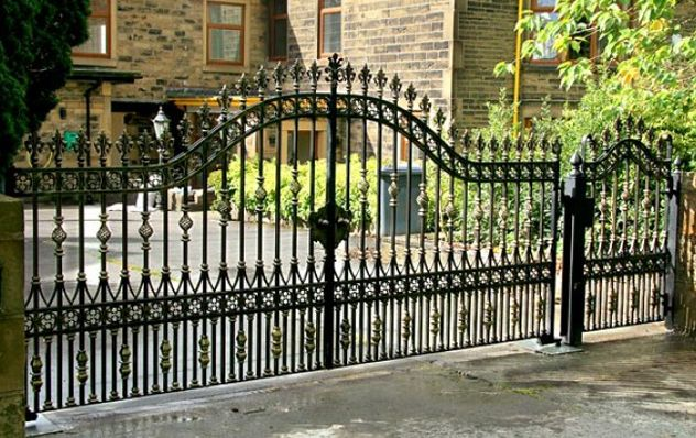 Облегченные ворота в классическом стиле