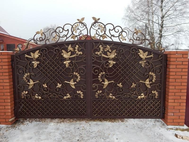 Шикарные кованые ворота с райскими птичками