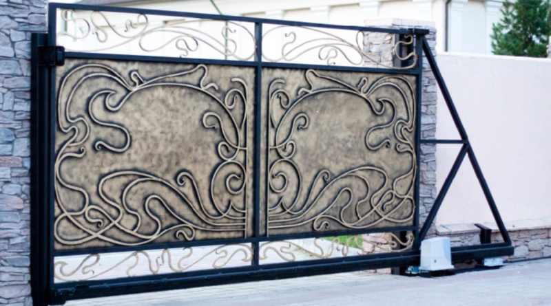 Откатные кованые ворота в стиле модерн