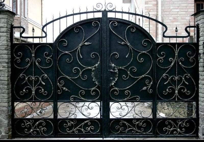 Металлические ворота арочного типа