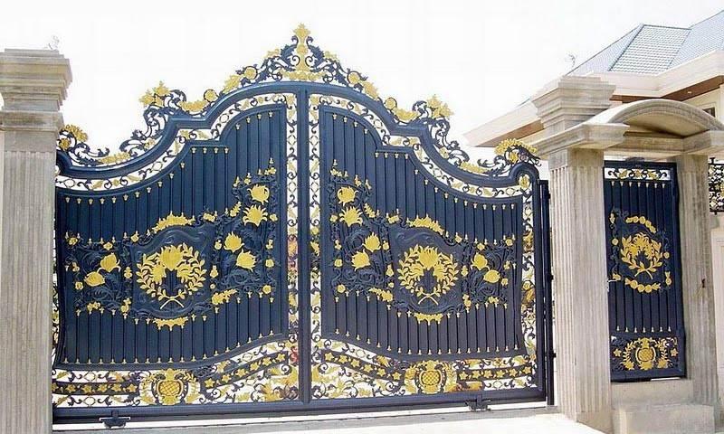 Старинные кованые ворота