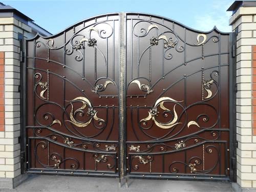 Кованые ворота с утонченными цветами
