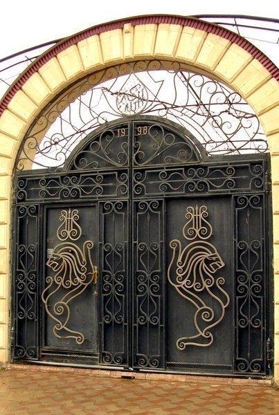 Арочные кованные ворота в царском стиле