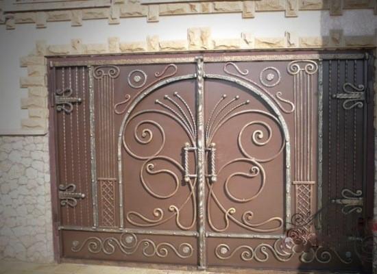 Кованые гаражные ворота