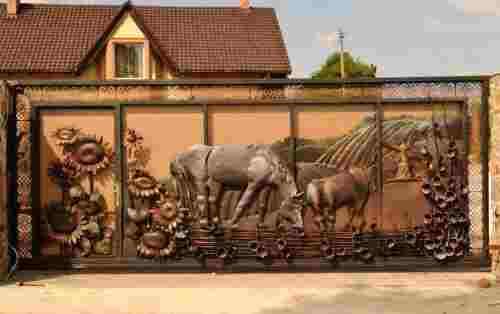 Кованые сдвижные ворота с уникальным декором