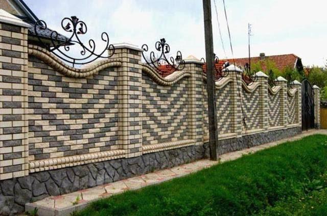Ковано кирпичный забор для элегантного уединения