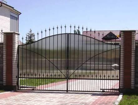 Идеальное решение глухой забор с поликарбонатом