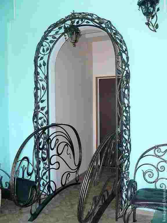 Декоративные кованые арки для цветов в помещении
