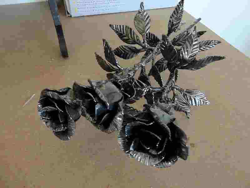 Кованые цветы декоративный элемент свободной ковки