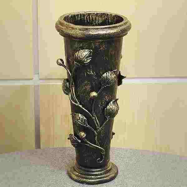 Кованые вазы для цветов на кладбище
