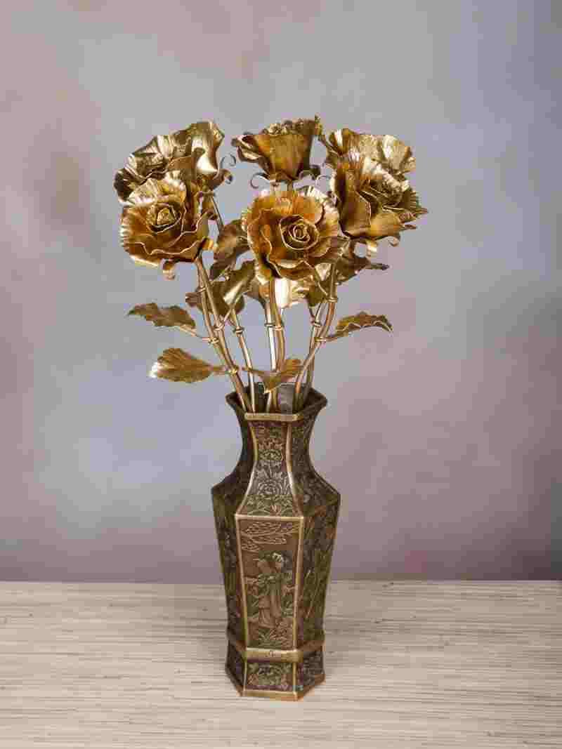Красивые кованые вазы для цветов