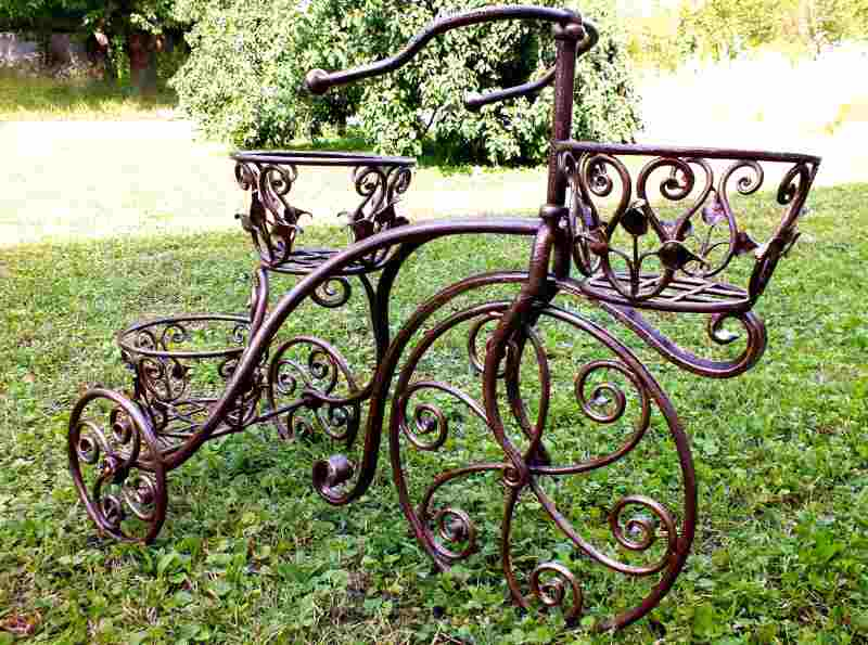 Великолепные кованые велосипеды для цветов