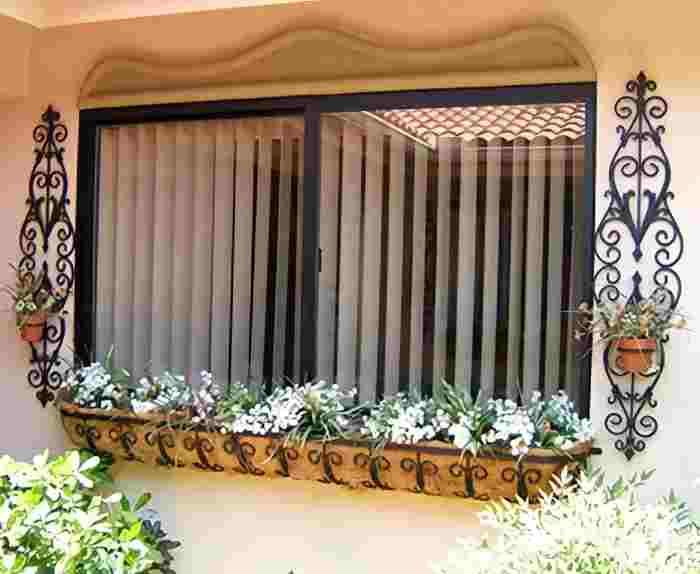 Боковые держатели для цветов на окна