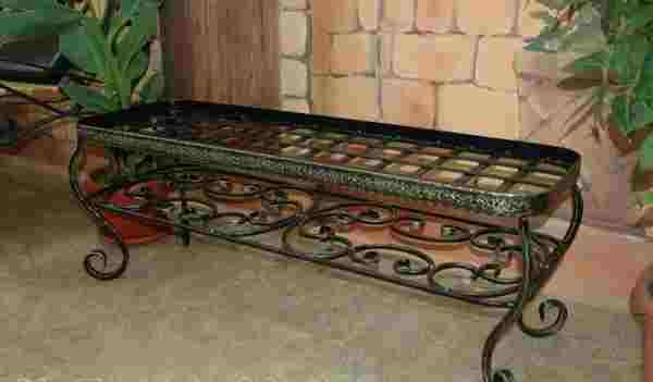 Кованые изделия лавочки для цветов в доме