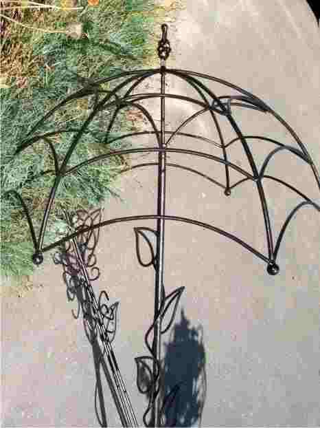 Кованый вазон для цветов уличный в виде зонта