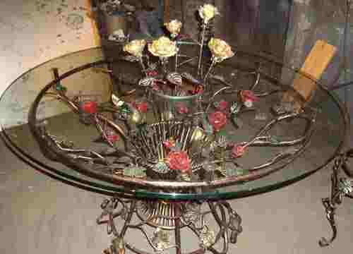 Кованые металлические цветы в интерьере