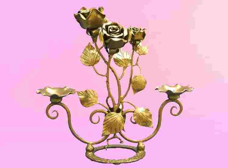Подсвечник в виде кованого цветка украсит ваш дом