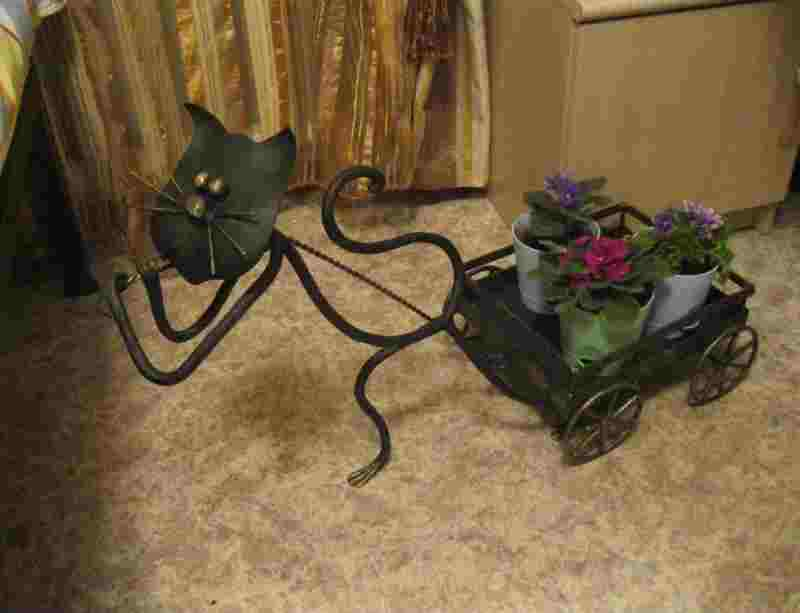 """Милая кованая подставка для цветов """"Ездовой кот"""""""