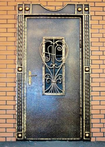 Входная кованая дверь в частный дом