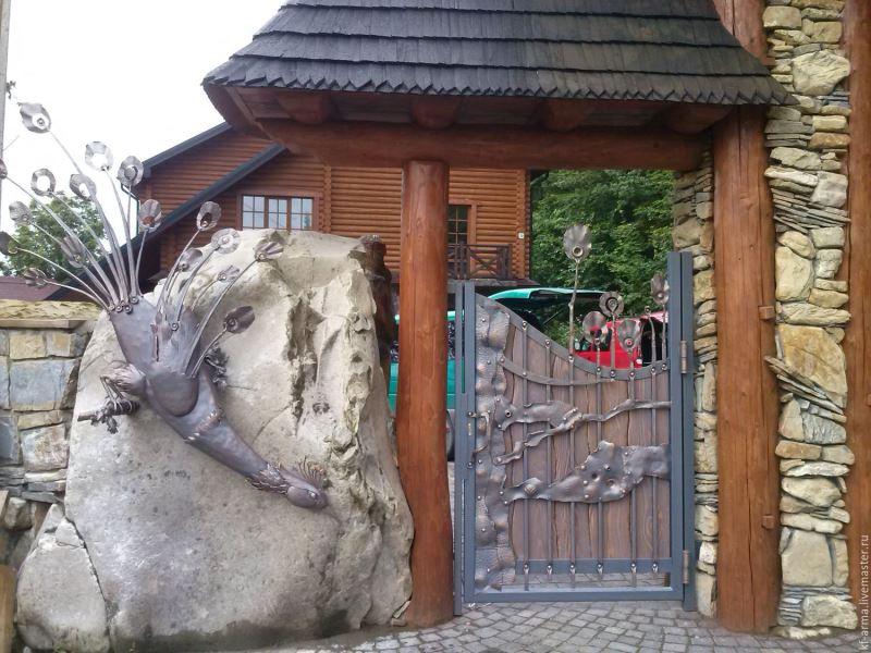 Кованая входная дверь с рисунком Жар птицы