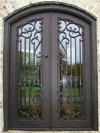 Кованые двустворчатые двери со стеклопакетом
