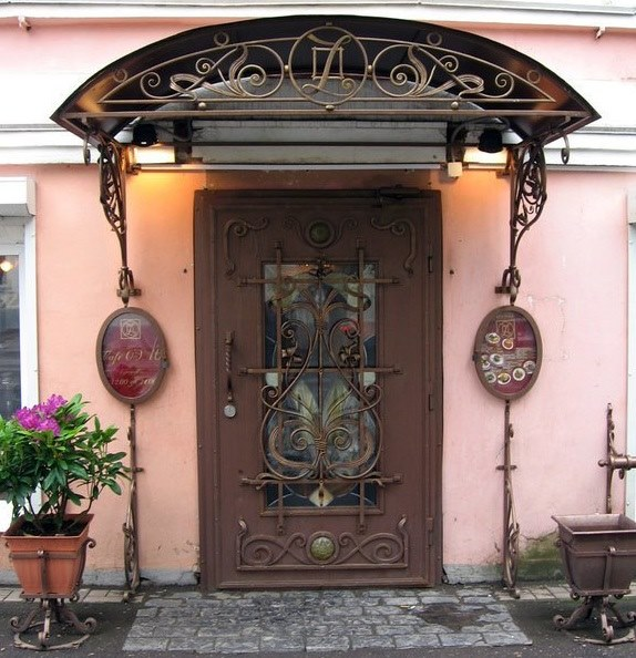 Кованые изделия для входной двери