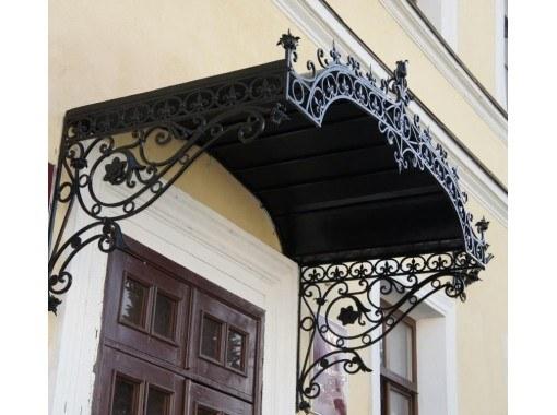 Красивые кованые козырьки дверей