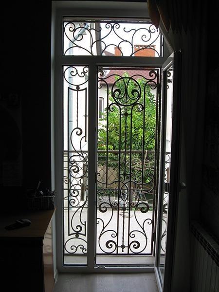 Облегченные кованые решетки для дверей